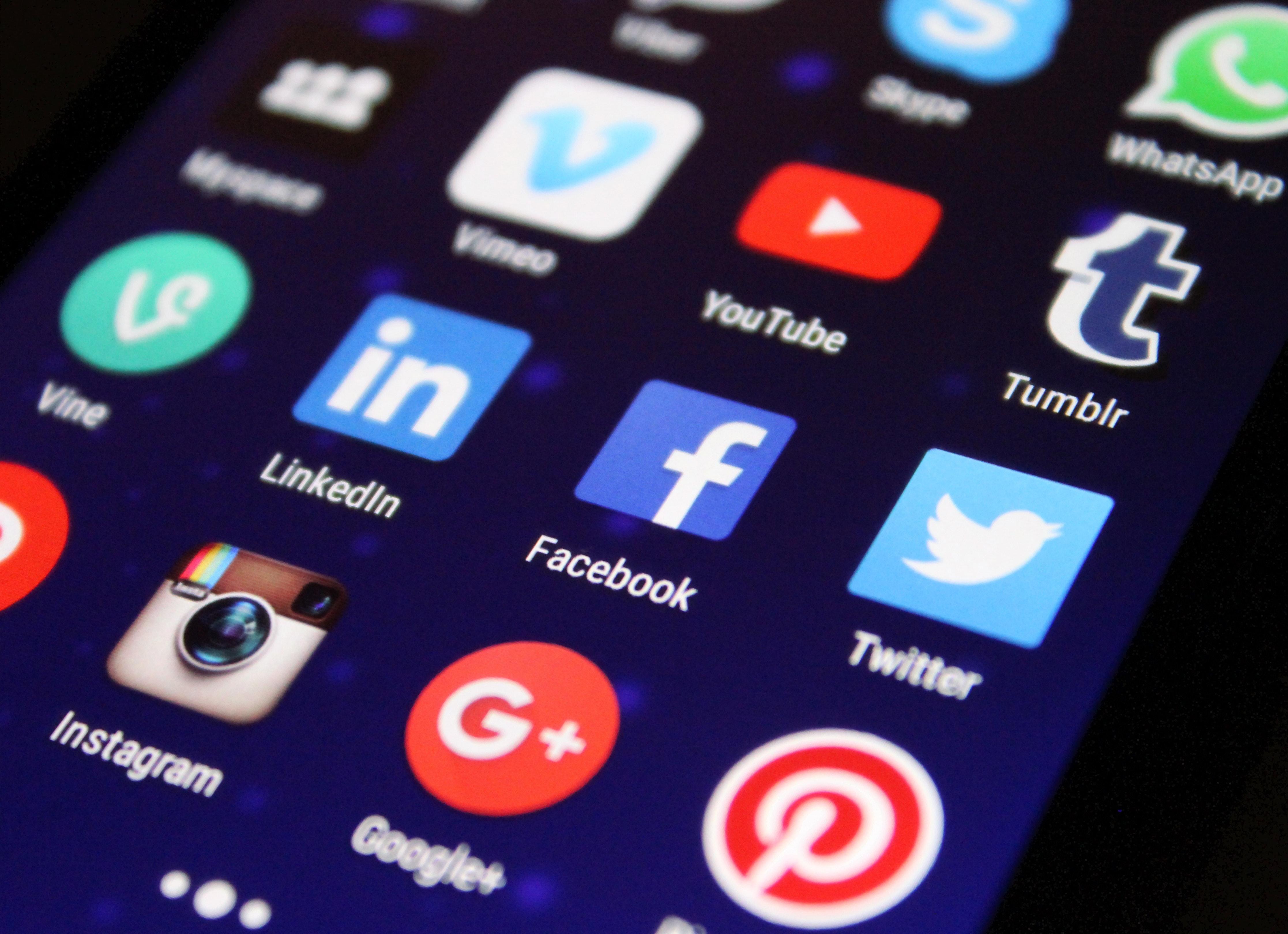 Facebook er en av mange apper som ikke kan fjernes.