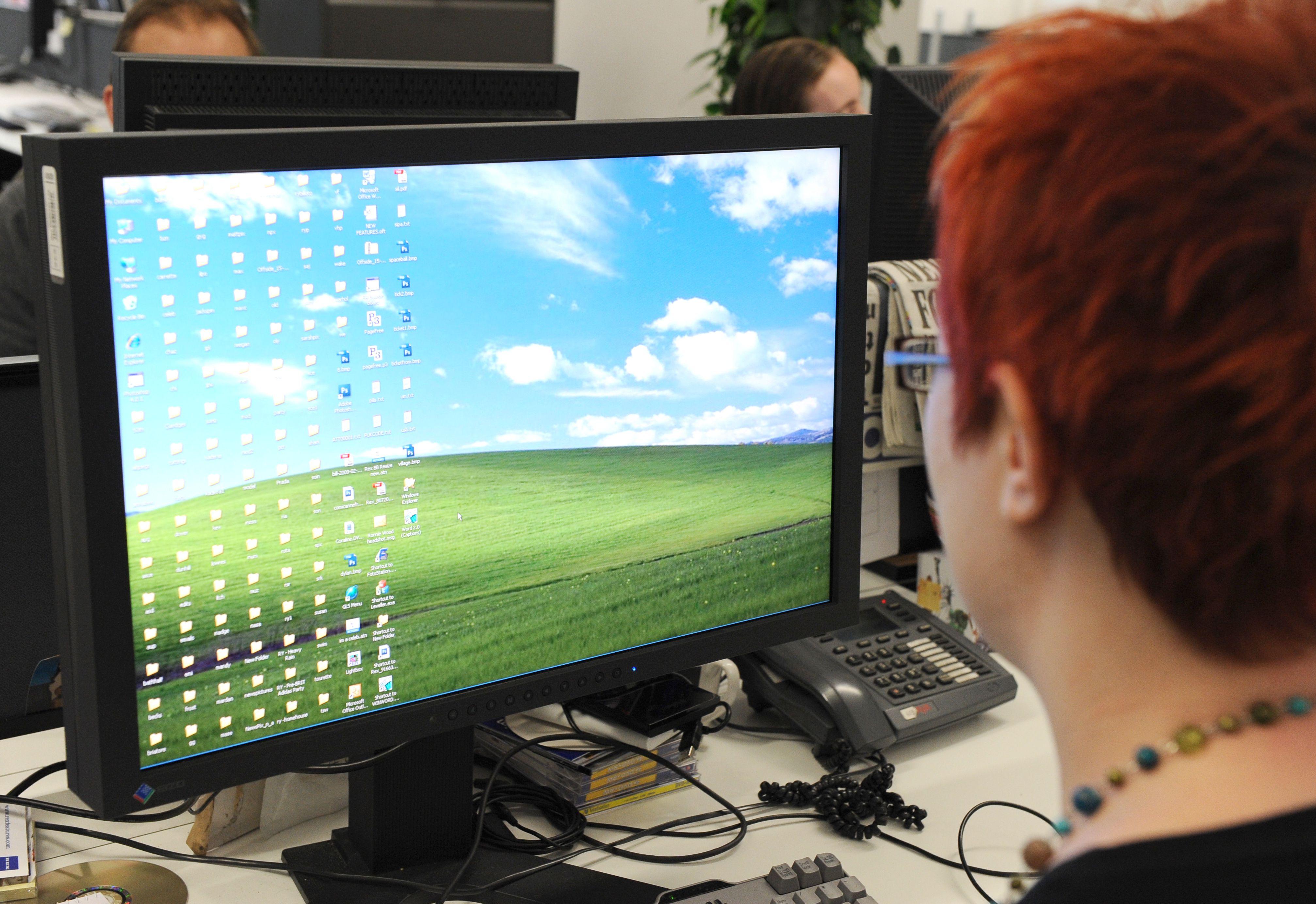 Office Worker Using Microsoft Windows - 11 Mar 2010