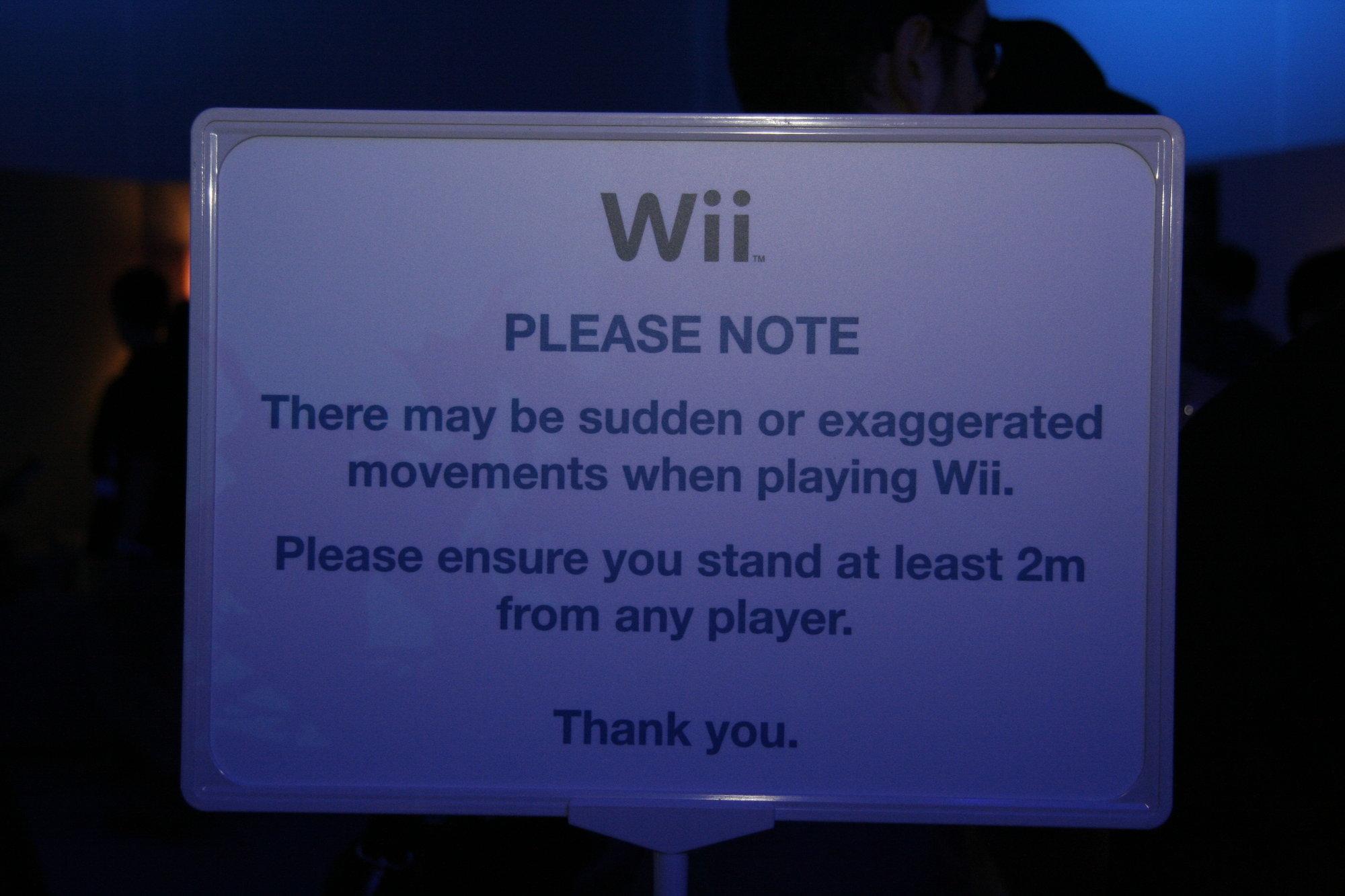 FARLIG, FARLIG: Nintendo oppfordrer deg til å holde trygg avstand til ivrige Wii-spillere.