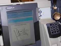 Stemmemaskiner som har blitt brukt i valg i California har i etterkant vist seg å inneholde alvorlige sikkerhetshull. Nå tar nytt lovverk sikte på  å