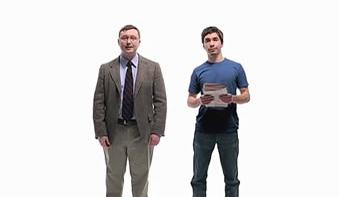 KJEKKAS:  Mac Guy (til høyre) er unektelig kjekkere enn PC Guy. kanskje det var denne reklamen som ga Cosmopolitan idéen om å gå på sjekker'n i Apple Store?