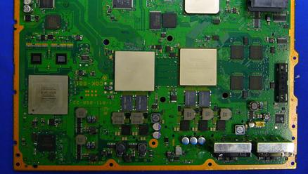 DISSEKERT: Slik ser den nye spillkonsollen til Sony ut under panseret.