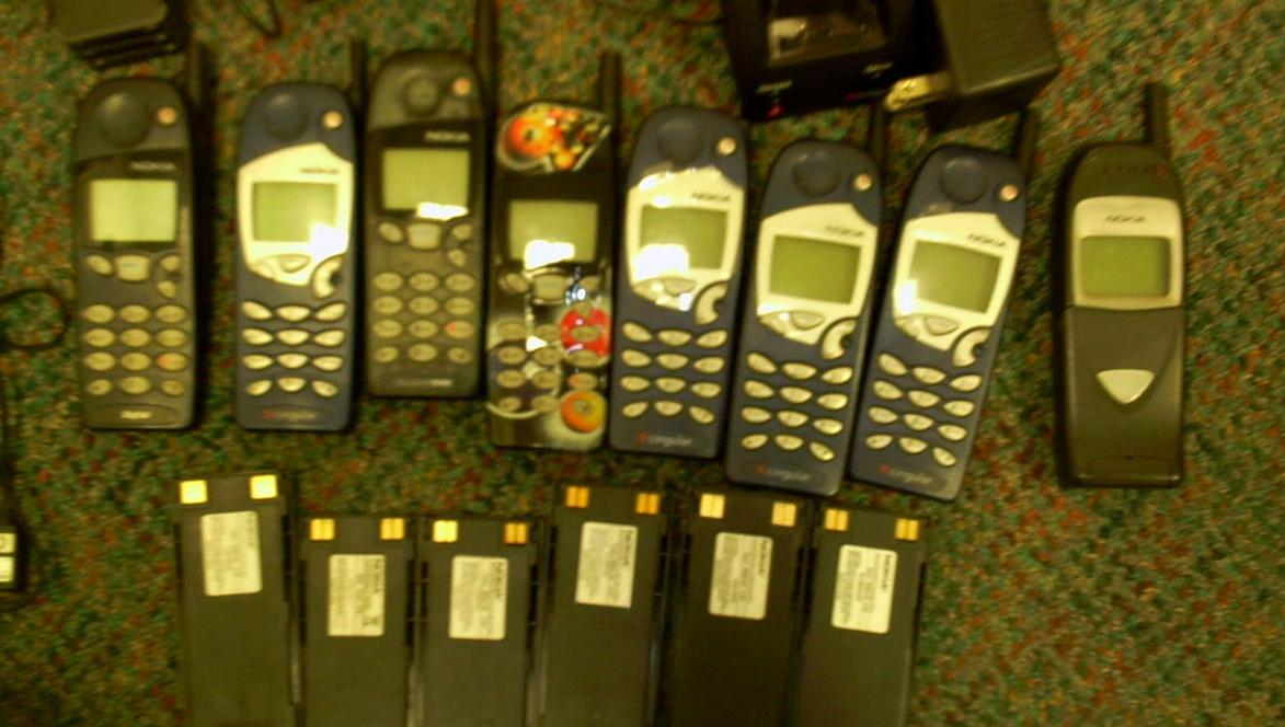 ANTIKVITETER: Snart kan mobilladeren høre fortiden til, akkurat som disse mobiltelefonene.