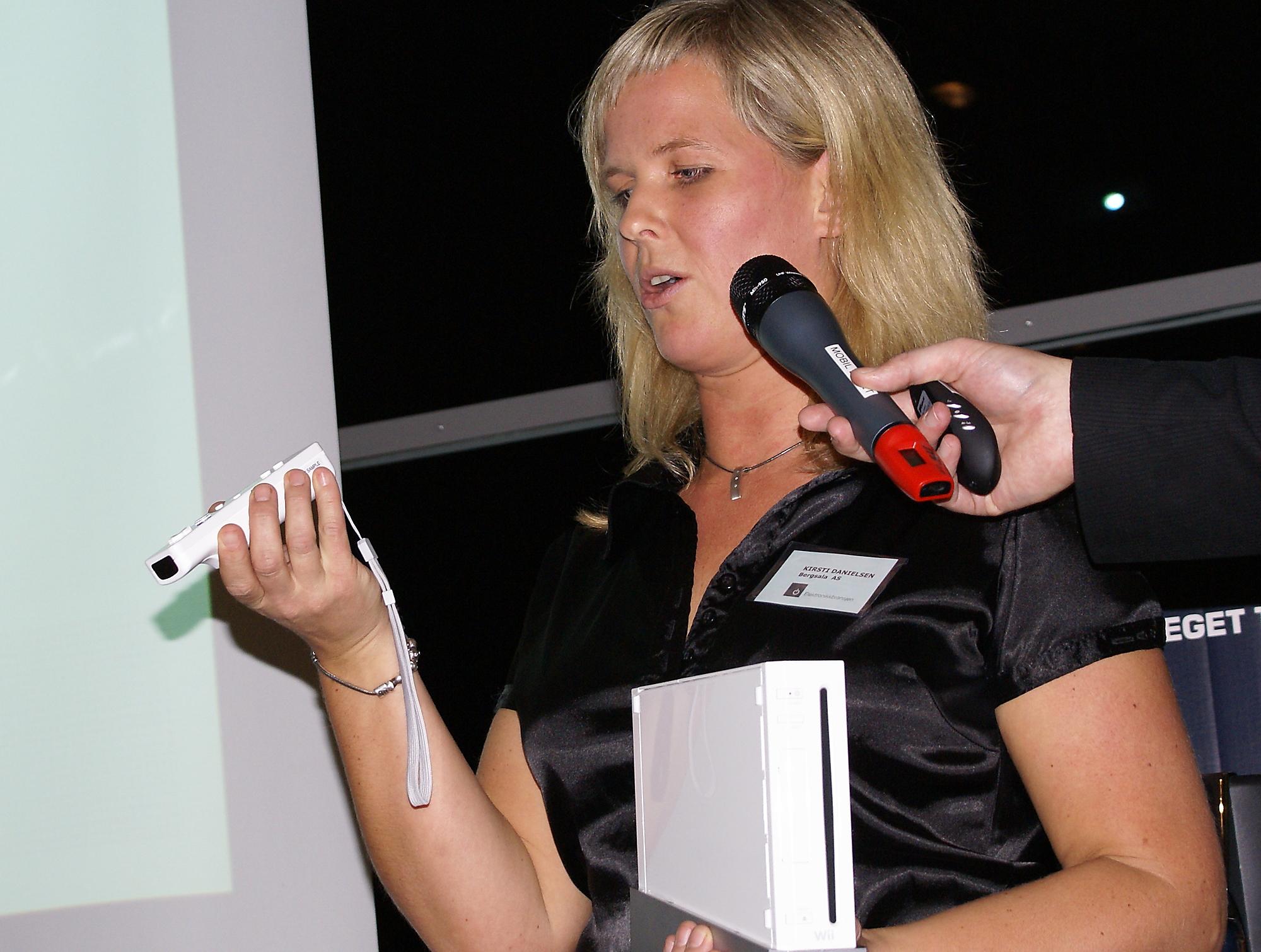 Kirsti Danielsen i Bergsala med Wii