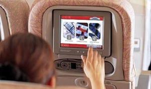 PLUGG INN: Nå kan du se dine egne filmer på flyturen uten å drasse med deg din egen laptop.