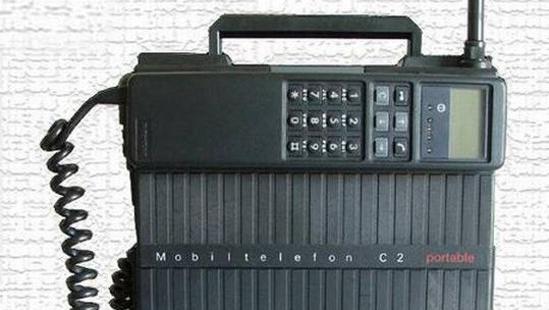 LITEN OG NETT: Motorolas bærbare telefon fra nittenhundreogdentid.