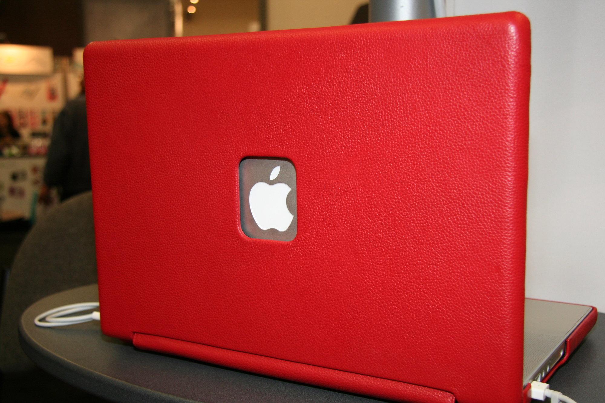 Enda et skinncover til MacBook. Denne gangen i rødt.