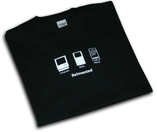 T-SKJORTE : Denne iPhone T-skjorten kan bli din for knappe 150 kroner.