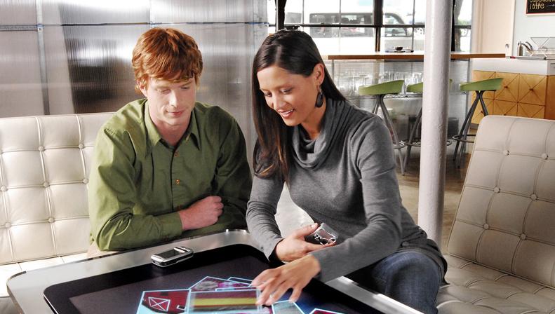 FØLBAR: Microsofts PlayTable lar deg styre hele PC-en med fingertuppene.