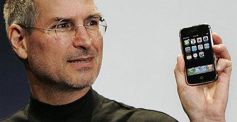 Apples advokat sa Jobs sjokkerte verden når han viste frem iPhone i 2007, og at Samsung siden den gang har brukt alle sine krefter på å kopiere designet.