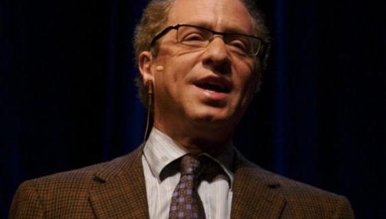 Raymond Kurzweil mener at menneske og maskin vil smelte sammen.