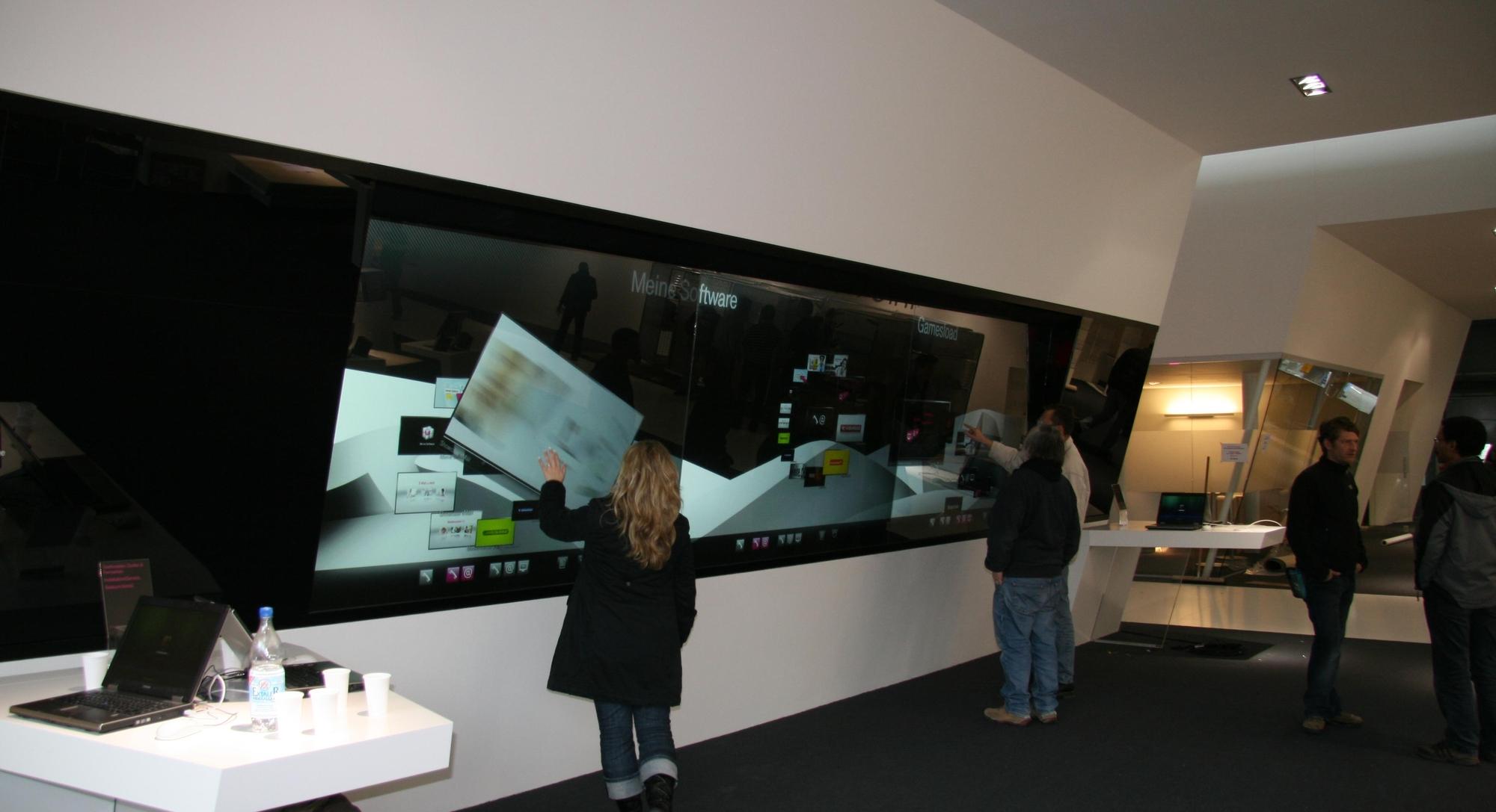Joda, touchscreens er inn i år også. Store touchscreens.