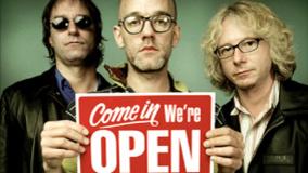 R.E.M er siste band ut med gratis nedlasting for fansen - før CDen kommer i butikkene.