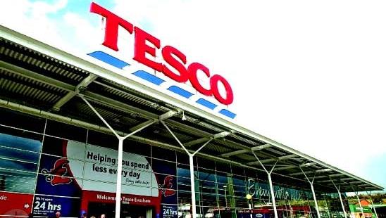 Den britiske butikkjeden Tesco kan bli neste offer i hacker-krigen, mener elite-hackerne.