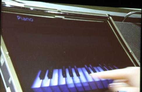 Piano som du kan spille direkte med fingrene på skjermen er en av nyhetene i Windows 7.