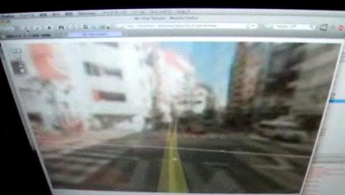 """Ved å """"gå"""" på Wii Fit-brettet ser det ut som skaperen vandrer bortover gaten."""