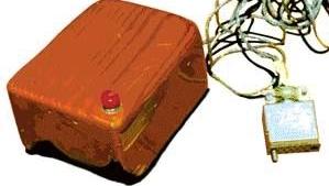 Slik så den aller første datamusen ut, laget av Dr. Douglas Engelbart.