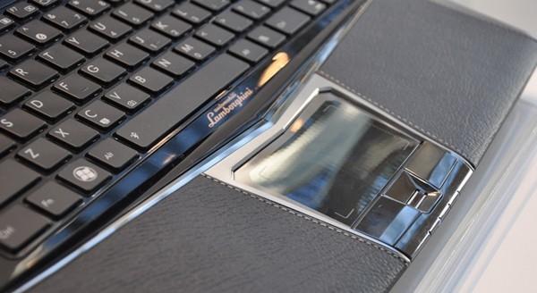 Asus nye laptop oser av italiensk sportsbil...