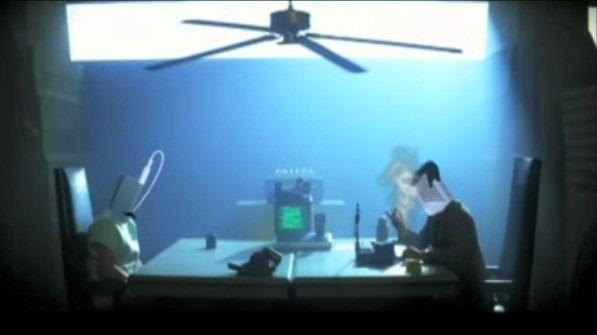 iPod Shuffle spiller rollen som Leon, mens Kindle 2 spiller Holden.