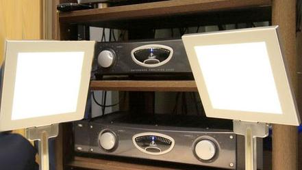 Japanske Kenwood har utviklet en høyttaler som også kan vise film.