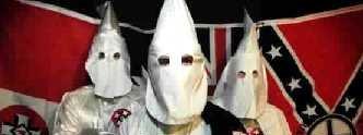 Ku Klux Klan forbindes gjerne med de amerikanske sørstatene. Men så dukker den rasistiske orghanisasjonen plutselig på Isle of Man - og deretter på Facebook.
