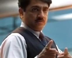 Det er neppe slik den virkelige Ajay Bhat entrer kontoret.