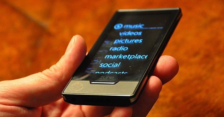 Mange tror Windows Mobile blir mer og mer likt tankegangen bak Zune med fokus på enkle menyer og multitouch. Microsoft har enn så lenge ikke sagt stort.