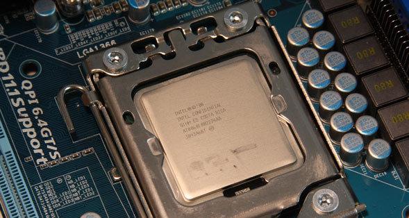 Core i7 975 Extreme Edition er det beste du kan få tak i nå og den er svært lett å overklokke, selv med standardvifte.