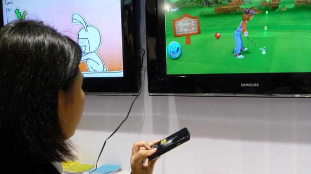 Fra Samsungs App Store kan du laste ned spill, og vise dem på en større skjerm via mobilen.