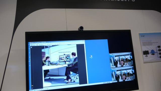 Nå trenger du bare skru på TV-en for å prate med vennene dine. PC er unødvendig, mener Samsung.