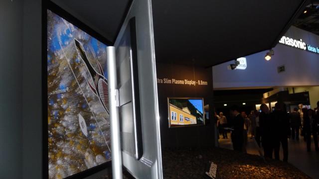 Panasonic har klart  få sin nyeste skjermer ned i 8 millimeter tykkelse. Blir det tynnere nå, så forsvinner hele skjermen...