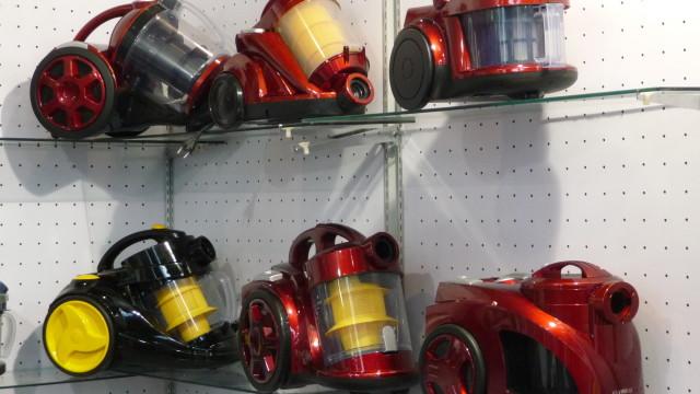 Kina-hallen er full av dårlig kamuflerte kopier av japanske, amerikanske og europeiske produkter. Her er et Hong Kong-firmas versjon av den kjente, britiske hi-tech-støvsugeren Dyson.