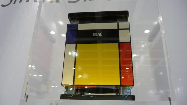 Høyttalerprodusenten Elac har laget denne modellen,som tar utgangspunkt i 1980-tallets IQ-farsott Rubiks kube.