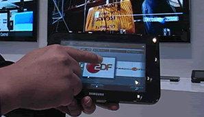 Denne fjernkontrollen fungerer også som en mini-TV. Du kan både se og velge TV-kanaler på samme tid. Surfe på nettet kan den også.