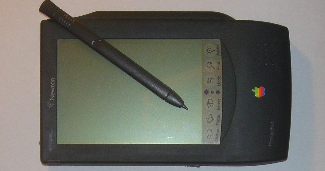Apple stoppet salget av sin håndholdte Newton-PDA i 1998. Nå er utvikleren Michael Tchao tatt inn i varmen igjen.