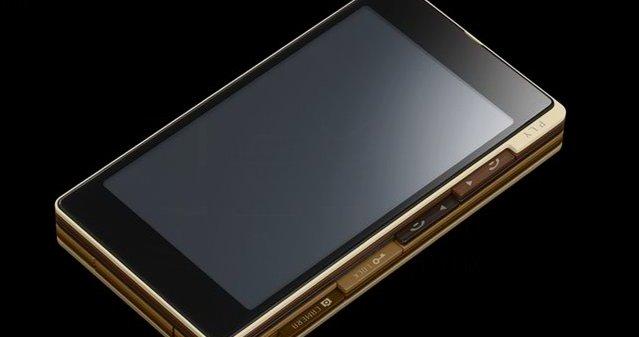 KDDI Ply får selv iPhone til å fortone seg gammeldags. Men tre-følelsen er kanskje en smaksak?