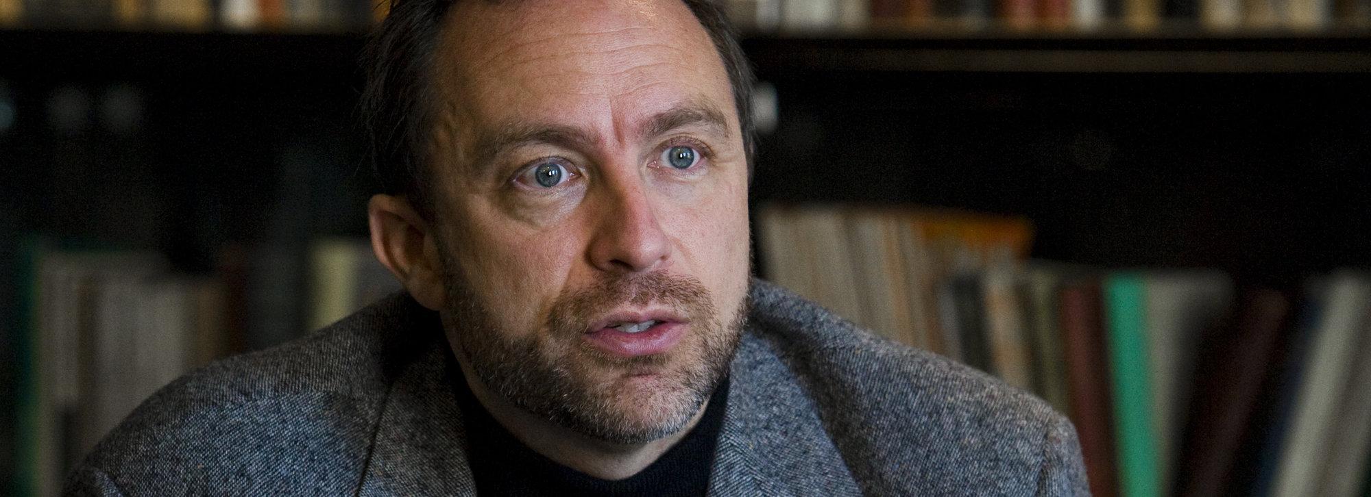 Jimmy Wales får kritikk både for å være for egenrådig og for å være for tolerant.