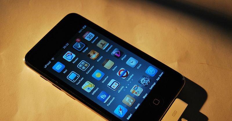Med en åpen iPhone er det blant annet mulig å installere egne temaer, men det er også en større risiko for at mobilen blir infiltrert av hackere.