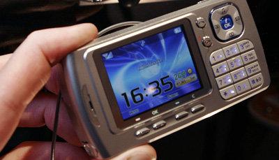 Opplysninger som kunne fortelle om mobilbrukeres ringemønstre og nettvaner er solgt videre.