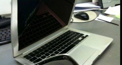 Denne MacBook Air-maskinen var nok litt penere før den traff bussen...