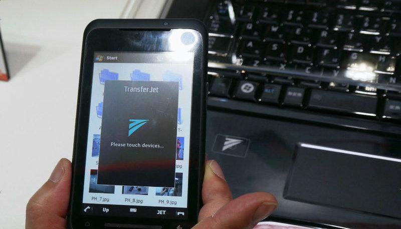 Med Sonys TransferJet kan du overføre data raskt på tre centimeters avstand.