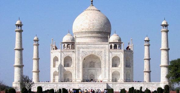 Indias berømte Taj Mahal står fortsatt. men innbyggerne i verdens nest mest folkerike land får ikke betale med PayPal på nettet.