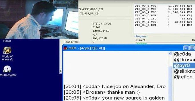 Store deler av handlingen foregår på IRC som også blant virkelighetens topp-pirater er kommunikasjonsmåten de foretrekker.