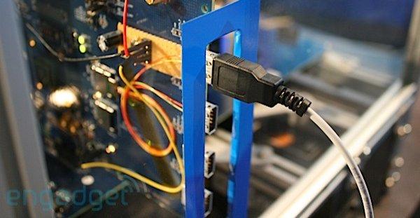 Intels LightPeak er superkjapt og bakoverkompatibel og kommer allerede neste år. Intel hevder teknologien skal sameksistere på markedet med USB 3.0.