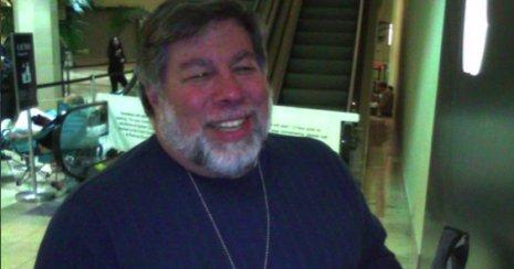 Dette bildet viser Wozniak med en iPad 3G. Bildet var nok til at en Apple-ansatt fikk sparken.