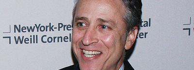 TV-kjendisen Jon Stewart er ikke nådig mot Apple.