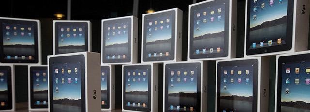 Nå kan du komme med penger i plastpose til Apple-butikken.