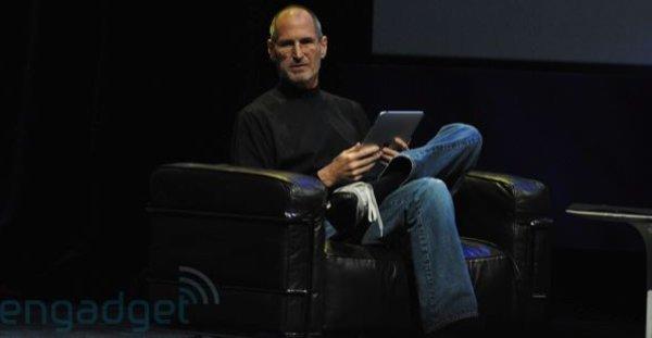 Her er Steve Jobs under lanseringen av iPad.