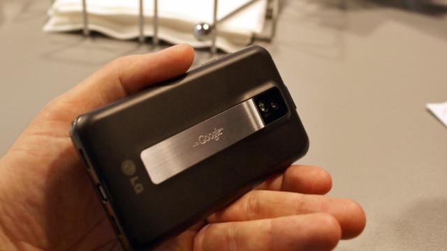 Kameraet tar stillbilder med 8 megapiksler, og filmer i 1080p.