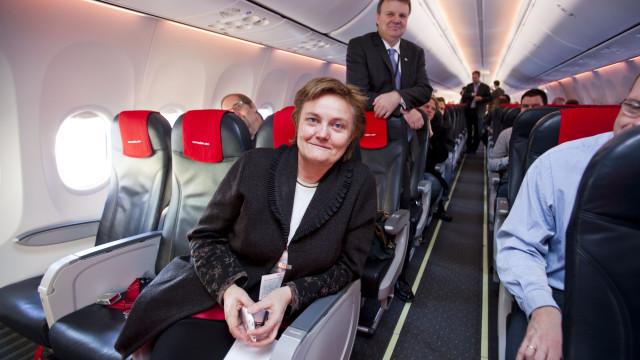 Fornyings-, administrasjons- og kirkeminister Rigmor Aasrud er meget stolt over at Norwegian nå åpner for WLAN på fly.
